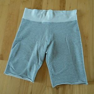 Women's No Boundaries Soft Gray Shorts,  L (11/13)
